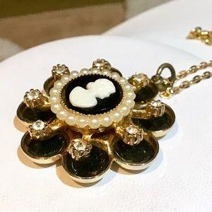 🎁1950's Vintage Coro Cameo Necklace